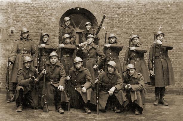 1LA-Jaak-Winters-soldaat-1-tweede-rij-uiterst-rechts