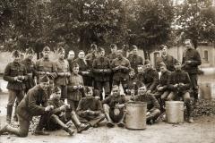 Piotten van de 14Cie tijdens een keukencorvée in het Kamp van Beverlo.