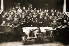 De Klas 37 van de schoolcompagnie, waar toekomstige reserveofficieren en -onderofficieren gevormd werden.