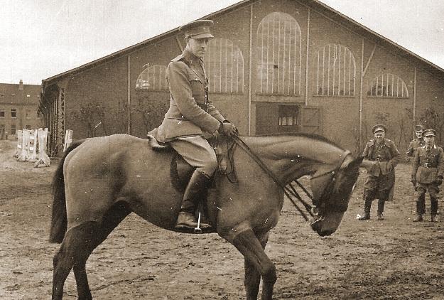 Remontedepot 1939 - de aalmoezenier van het depot.