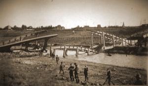 De door het 4Gn vernielde brug van Eigenbilzen in het bataljonsvak van III/11Li.