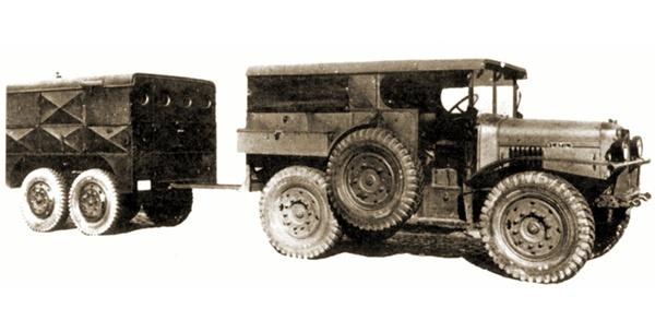 Latil M2TL6 met een aanhangwagen type Stevens. Elke batterij beschikte over zo'n aanhangwagen voor het schootsbureel.