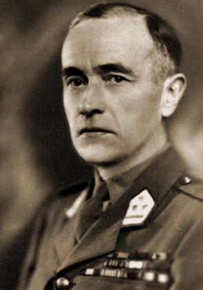 Cdt Jean Linard de Guertechin, bevelhebber van het 3de Eskadron, zou zijn carrière midden vijftiger jaren beëindigen als kolonel bij de pantsertroepen.