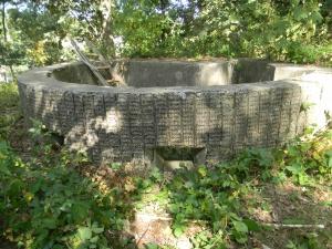 Abri Elémentaire van het Fort van Walem. Deze open geschutskoepel bood plaats aan één lichte mitrailleur (foto Jean Rijlant)