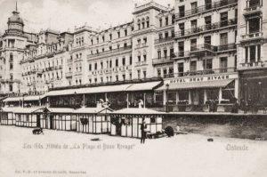 Hotel de l'Océan (HMR 48) met ernaast het Hôtel de la Plage (HMR 47) op de zeedijk te Oostende.