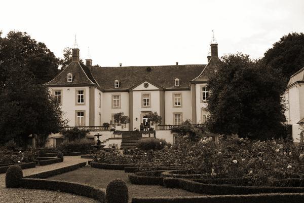 Het HK 7Div installeert zich op 30 april 1940 in het kasteel van Genoelselderen.