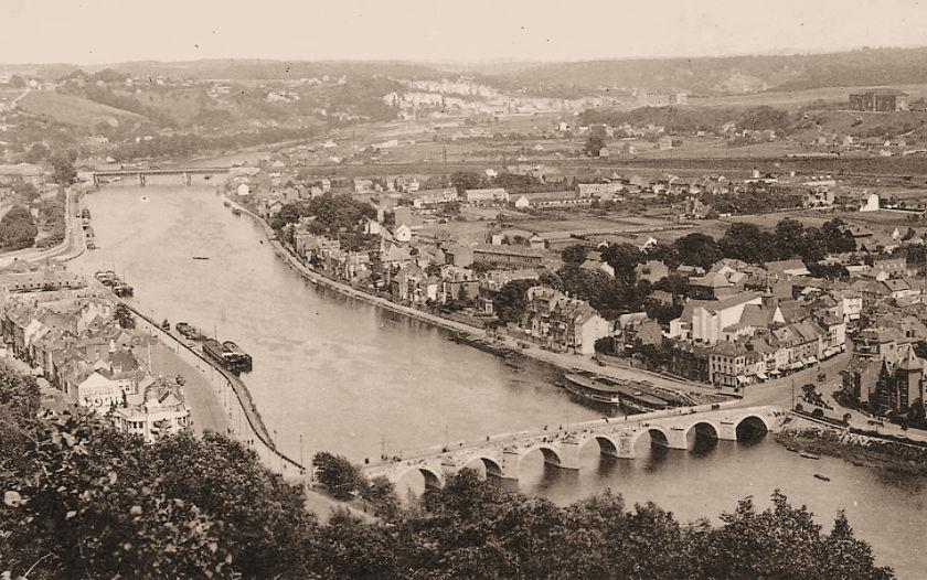 Met zicht op het noorden, de Pont de Jambes en de Pont du Luxembourg te Namen.