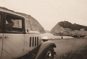 Deze foto uit 1938 toont de sluis van Ternaaien (Lanaye) en het onderkwartier van het IIIde Bataljon van 2Gr.
