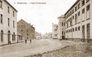 De Sint-Bernardkazerne in Hemiksem waar zich de magazijnen van het 2LD bevonden.