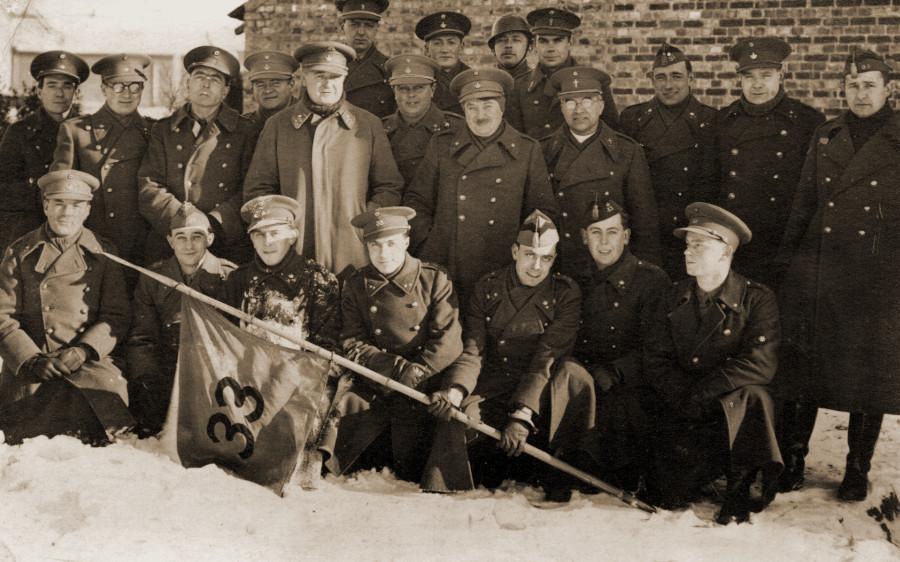 De officieren van het IIde Bataljon van het 33Li op 18 januari 1940 te Beringen.