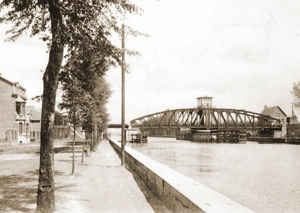 De nieuwe spoorwegbrug over het Kanaal van Willebroek te Willebroek wordt beveiligd door de 7Cie van II/3Li.