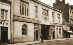 De Sint-Joriskazerne aan de Begijnenvest 35 te Antwerpen, vredesvoet garnizoen van het 5Li en kazerne waar het 55Li gemobiliseerd werd.