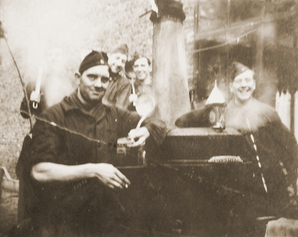 De veldkeuken van de 1Cie te Tildonk in november 1939 tijdens de eerste bezetting van de Sector Leuven.