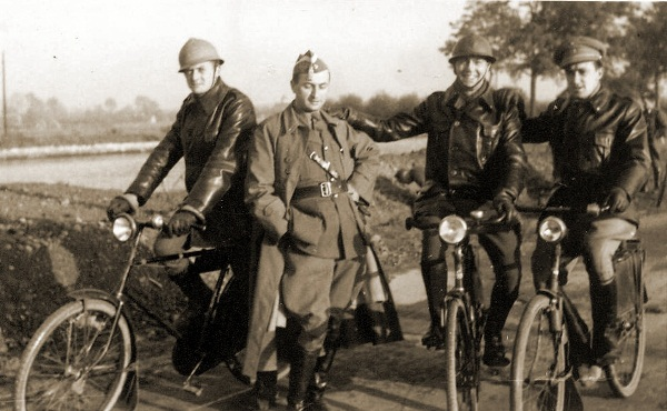 Enkele officieren van het EskCy 1Div tijdens de mobilisatie