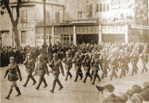 Peloton de Marchi van het Plaatscommando Narbonne defileert op 21 juli te Narbonne