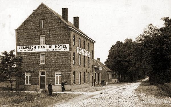 """Het """"Kempisch Familie Hotel"""" vlakbij Brug 2 waar het 1Esk op 10 mei 1940 zijn commandopost had."""