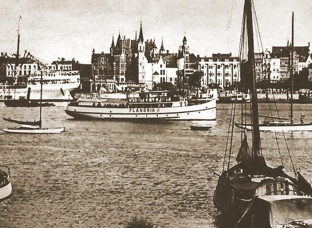 Het schip Flandria II voor de stadskaaien te Antwerpen in 1938.
