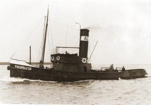 De riviersleepboot Pierre Valentin Letzer wordt op 13 juni achtergelaten te Dartmouth