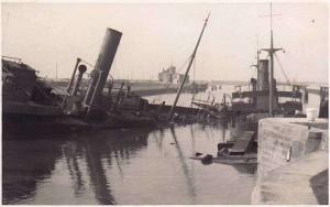 De twee blokschepen Borodino en Atlantic Guide tot zinken gebracht op 27 mei voor de ingang van het Kanaal Brugge-Zeebrugge in Zeebrugge.