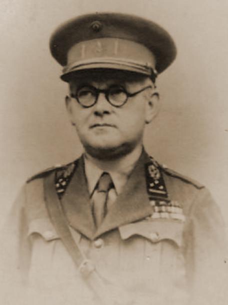 Geneesheer Kolonel Focquet, chef van de Algemene Directie van de Gezondheidsdienst.