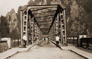 De brug van Sclayn werd in 1915 door de Duitsers gebouwd ter vervanging van een door de Belgische genie in 1914 vernielde brug