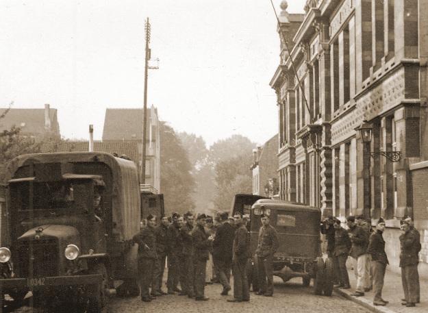 Gemobiliseerde militairen verzamelen te Vilvoorde in 1939.