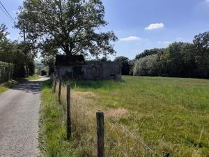 Recente foto van bunker MN12 aangebouwd tegen de St-Luciekapel langs de Rue de Macay. Deze bunker was geen OP van de artillerie en niet bemand tijdens de veldtocht (foto Rudy Acke)